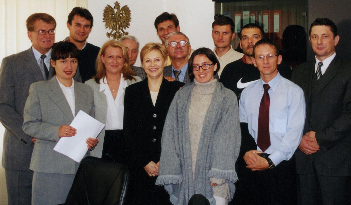 Grupa Fundatorów Fundacji Siatkówki Plażowej popodpisaniu aktu notarialnego.